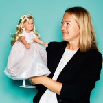 """Renate Wildenhain, PR & Marketing Head von Käthe Kruse, mit Puppe """"Sophie"""""""