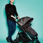 """Lian Lynch, PR Manager von iCandy, mit Kinderwagen """"Soho"""" aus der iCandy Strawberry Style Collection"""