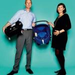 """Julia Landgraf und Hubert Kaltenegger, von Britax Römer, mit Autositz """"Baby-Safe i-Size"""" und """"Flex Base""""-Basis"""