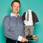 Michael Strobel, Geschäftsführer von Baby Staab und Perfect Day, mit Festliches Set für Kleinkinder