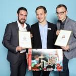 Christian Reinmuth, Dennis Gies und Julian Kipper von Hape international AG. Im Web unter: www.hapetoys.eu – auf der Kind + Jugend 2017 beim Childhood-Business-Shooting 'My Favourite Item'