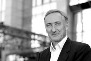 Dirk P. Goeldner ist seit Januar 2016 Centermanager des Euromoda in Neuss. Auch darüber hinaus ist der Diplom-Kaufmann sehr aktiv. Unter anderem ist er Präsident der CDH, der Centralvereinigung Deutscher Wirtschaftsverbände für Handelsvermittlung und Vertrieb, sowie Mitglied des Beirats der Messe Kind + Jugend.