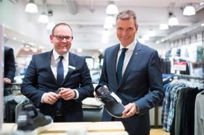 Andreas Richter von Peek und Cloppenburg sowie Bürgermeister Christoph Tesche beim Store-Opening in Recklinghausen