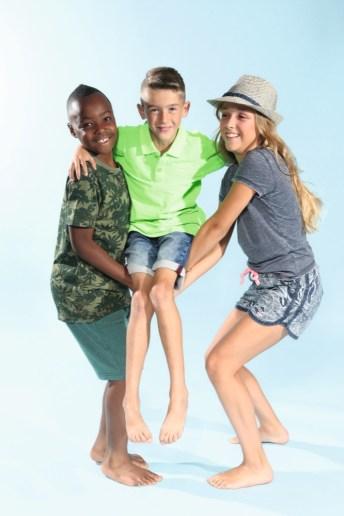 Eric, Helen und Henry mit Petrol Industries mit Hut von Maximo beim Childhood-Business-Shooting auf der Kids Now im Sommer 2018