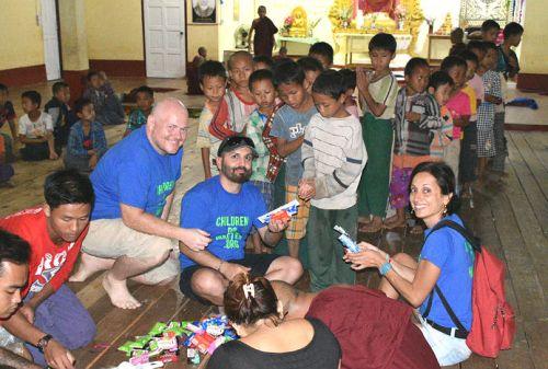 consegna saponi dentifrici spazzolini orfanotrofio sasana - children do matter
