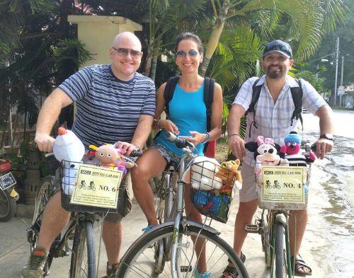 il team di children do matter in bici