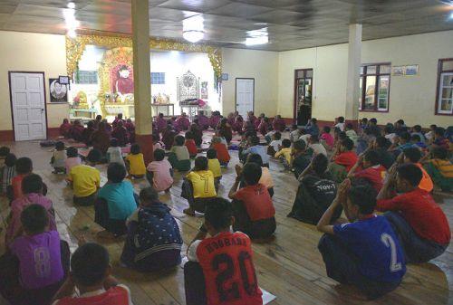 orfani-che-pregano orfanotrofio sasana