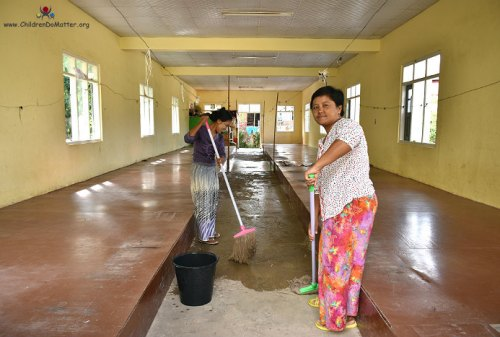 pulizia dormitori orfanotrofio sasana birmania - children do matter