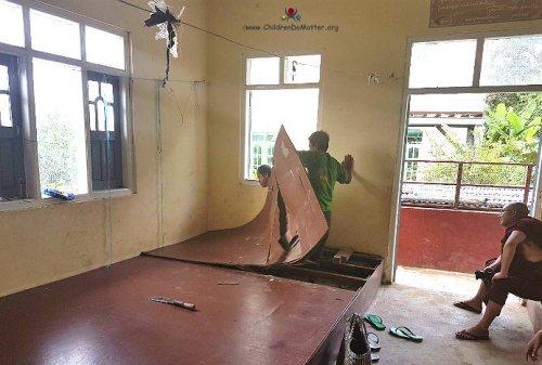 sostituizione basi legno dormitorio orfanotrofio sasana birmania - children do matter