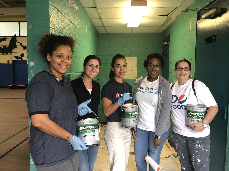 photo of PepsiCo volunteer painters