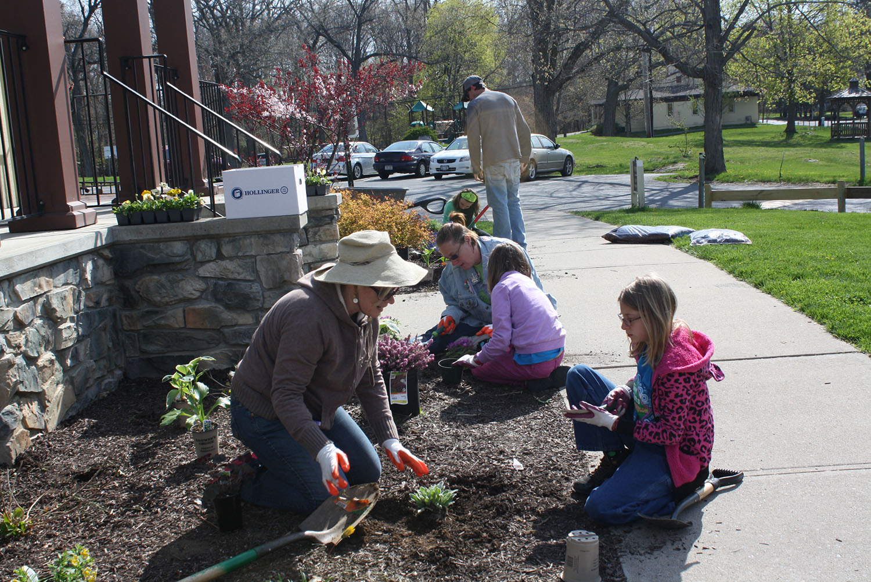 photo of volunteer gardeners