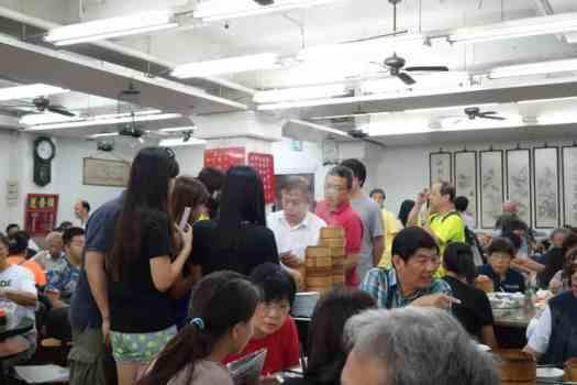 Der Blick über den Körbchenrand,; Lin Heung, Hong Kong