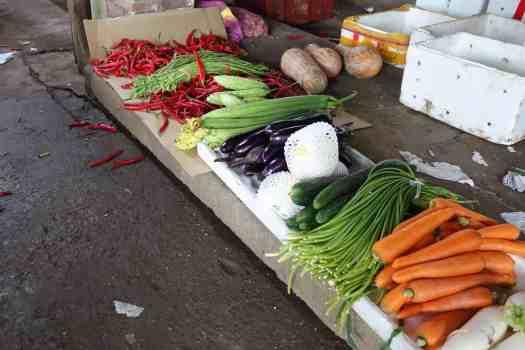 Reihe von Gemüsen auf ländlichem Markt in Hunan, China
