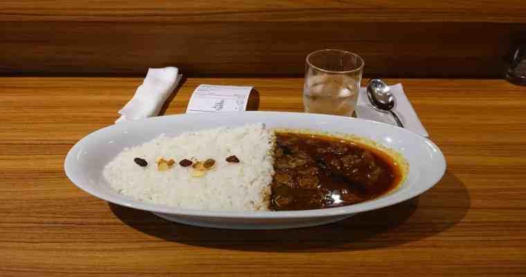 Auf der Spur von Würze in Japan 15: Ein Hii-Hii Curry (Cup) in einer Mall