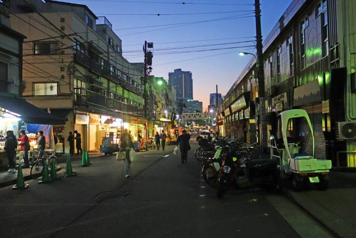 Tsukiji Outer Market Early Morning
