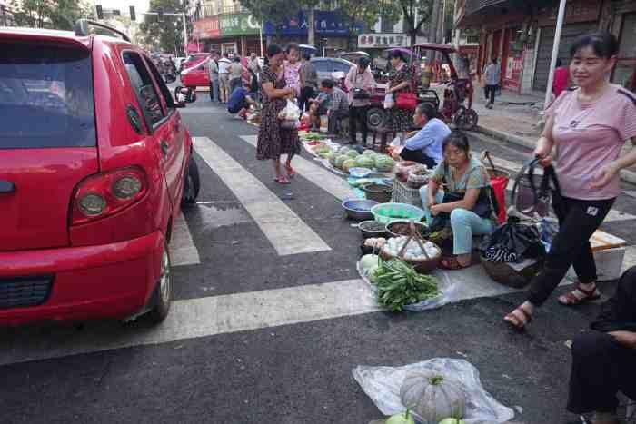 Hunan-Dorfmarkt am Strassenrand