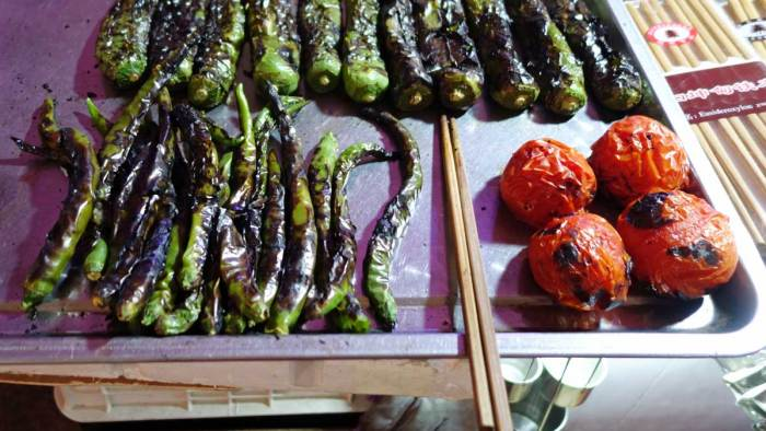 Frisch 'gebranntes' Hu Lajiao (und ebensolche Tomaten)