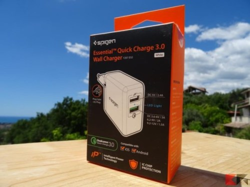 caricatore da muro Spigen F207 Quick Charge 3.0