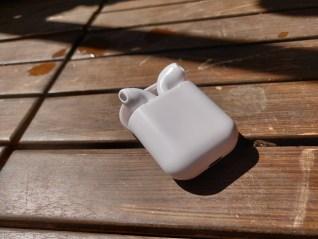 fake-apple-earpods