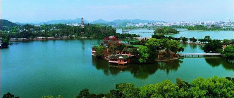 An interesting riverscape in one of China's emerging cities, Hangzhou.