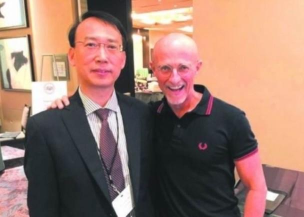 换头手术成功  中国医生亮相接受媒体访问