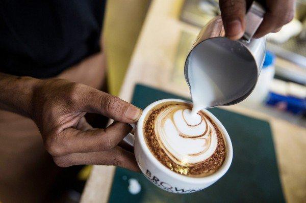 每天喝2杯咖啡  年老后大脑一个重要器官会变小