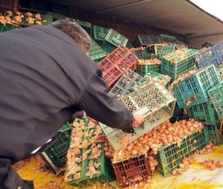 Freak Accident: Egg-truck Crashes in China