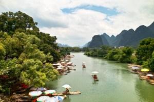 Sonnenschein auf dem Yulong-Fluss.