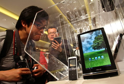 Tablet PC makers face off at trade show in Taiwan