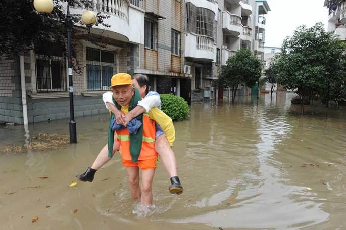 Heavy rain turns Wuhan into 'seaside' city