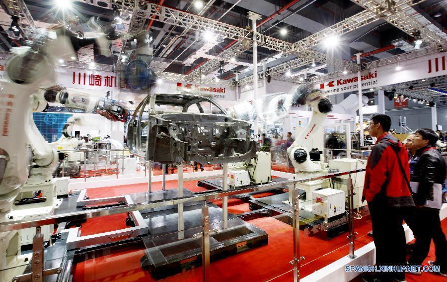 Robots en Feria Internacional de Industria de China