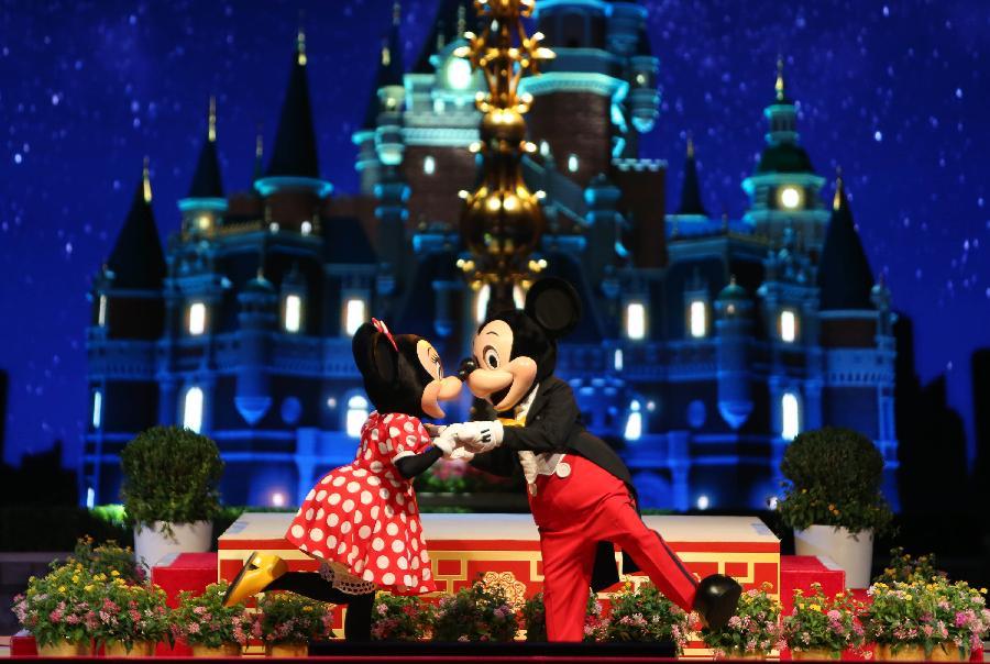 Disneyland Shanghai presenta nuevas imagenes chinas de Mickey y Minnie