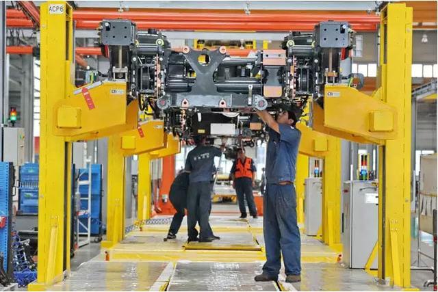 Voz de China: Pese a previsiones pesimistas, economía china mantiene impulso