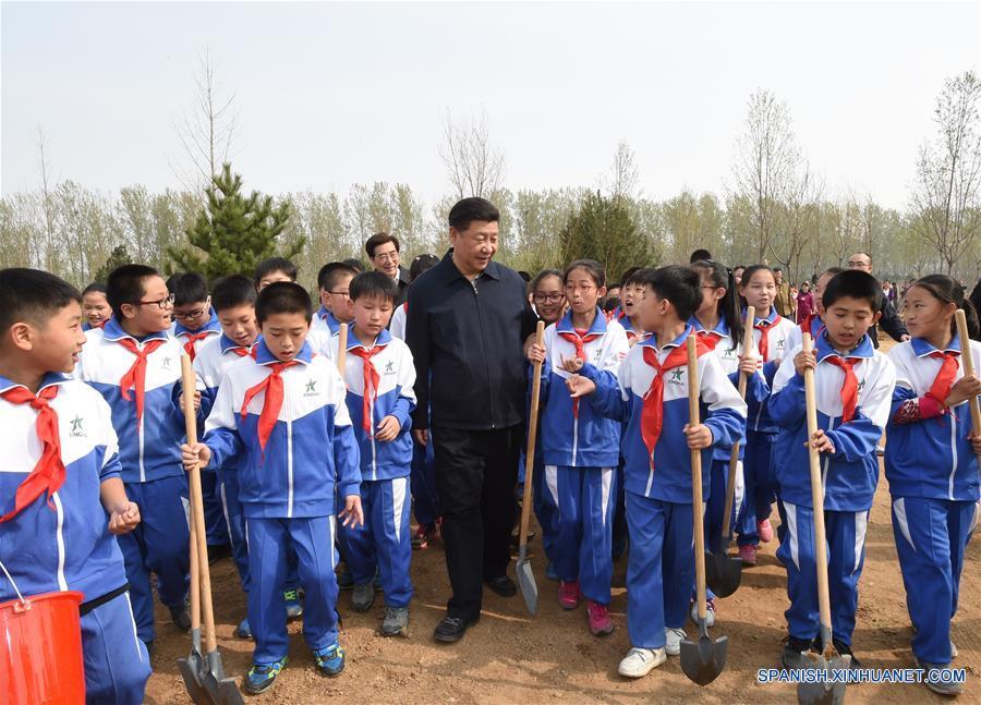Presidente chino planta árboles y pide desarrollo forestal