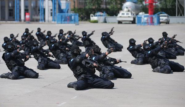 Mueren 438 policías chinos en cumplimiento del deber en 2015
