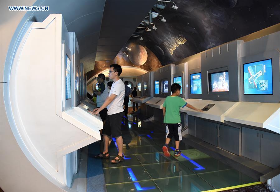 Presidente chino expresa apoyo a exploración científica libre y audaz