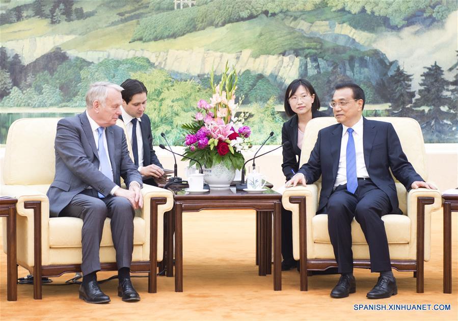 Primer ministro chino conversa con canciller francés