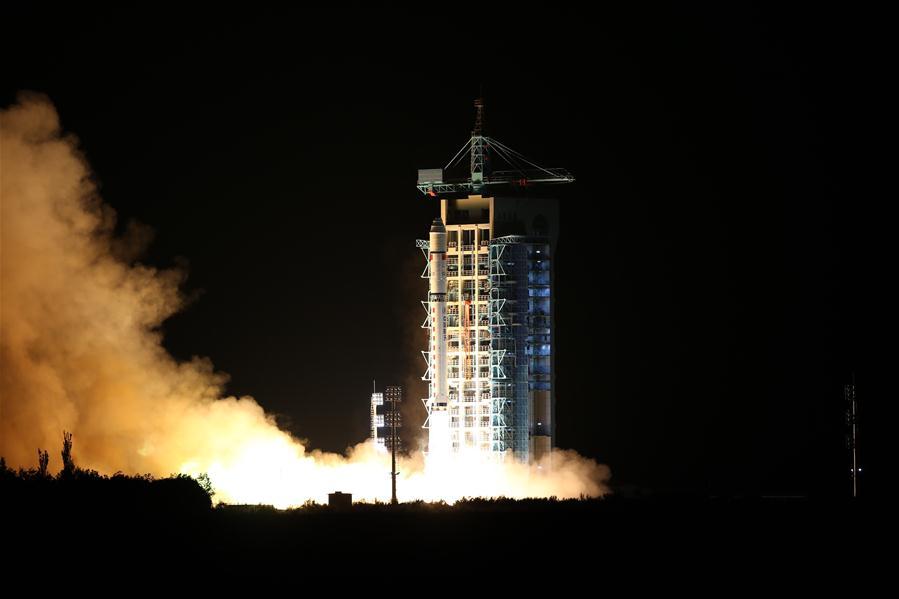 China lanza con éxito primer satélite de comunicación cuántica