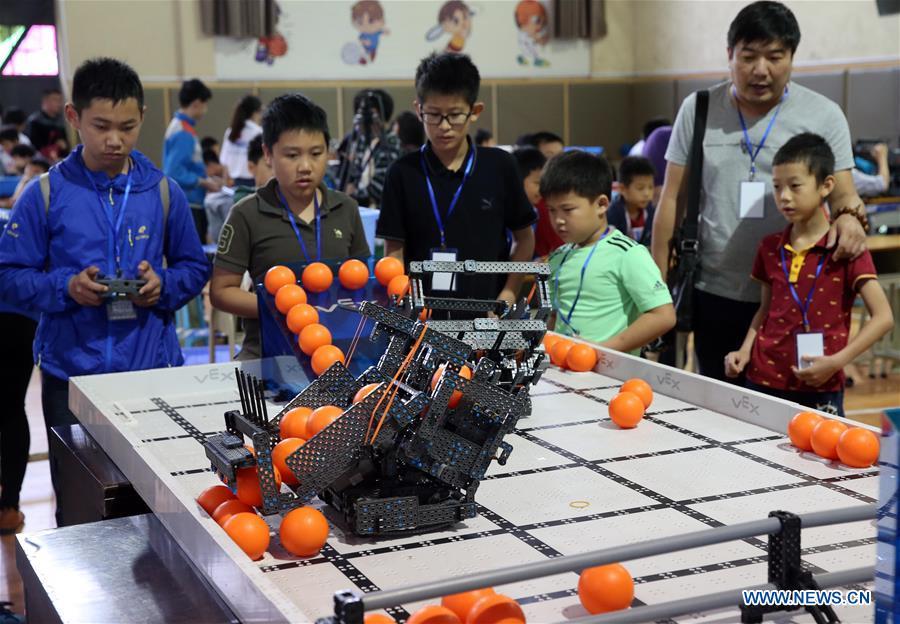 Provincia central china acoge competición de robots