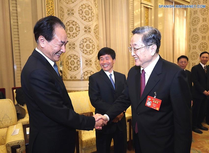 Máximo asesor político chino se reúne con representantes de medios tras sesión anual
