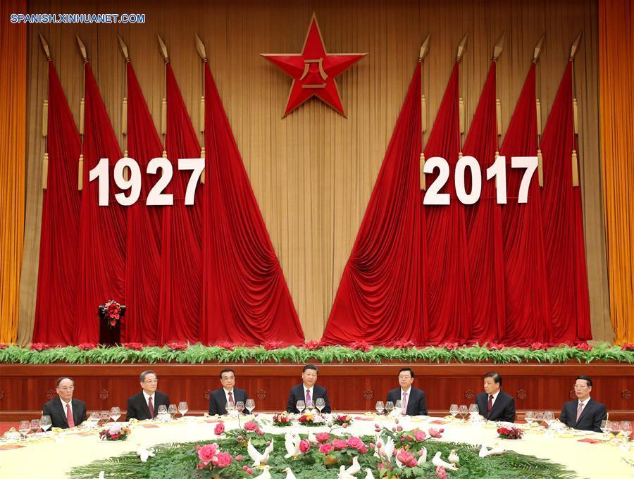 Presidente Xi asiste a recepción en vísperas de aniversario de fundación de EPL