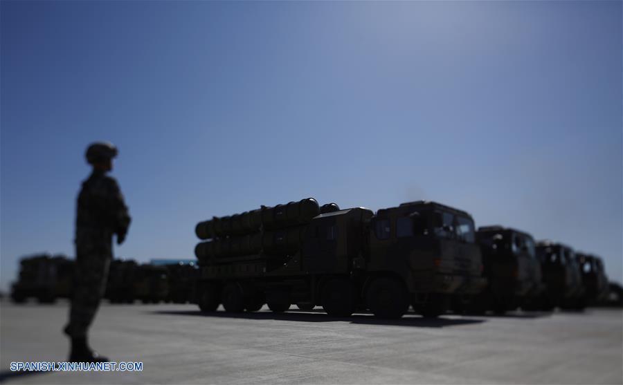 China hace desfilar su nuevo armamento para celebrar aniversario de ejército