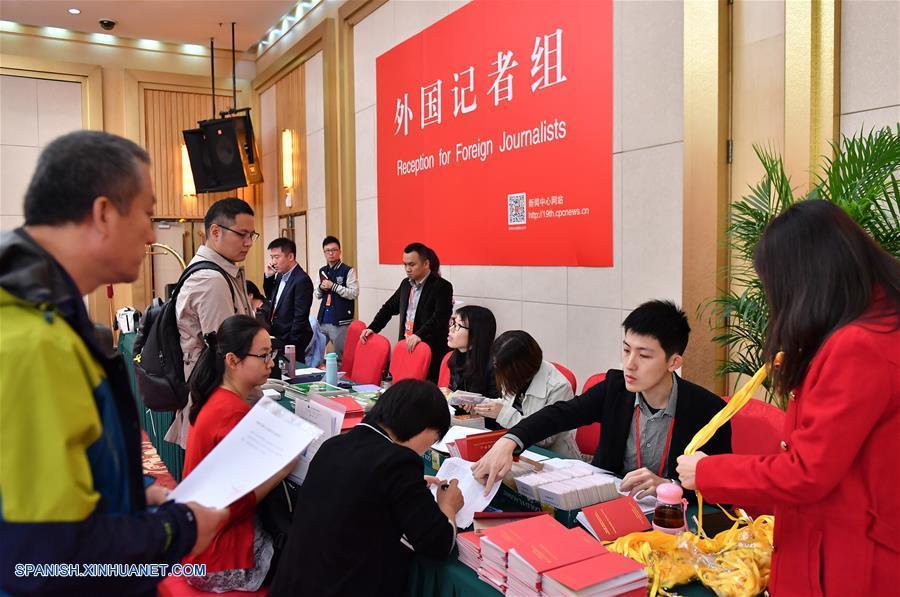 Centro de prensa de XIX Congreso Nacional del PCCh empieza a recibir a periodistas extranjeros