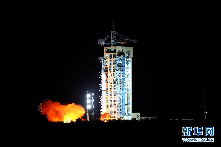 Presidentes de China y Argelia elogian exitoso lanzamiento de satélite argelino