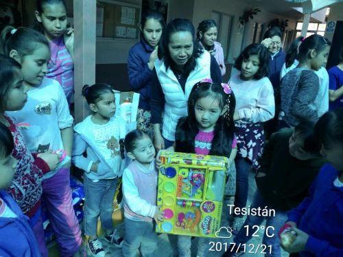 La Federación de Chinos de Ultramar de Guadalajara ofreció afecto al orfanato local