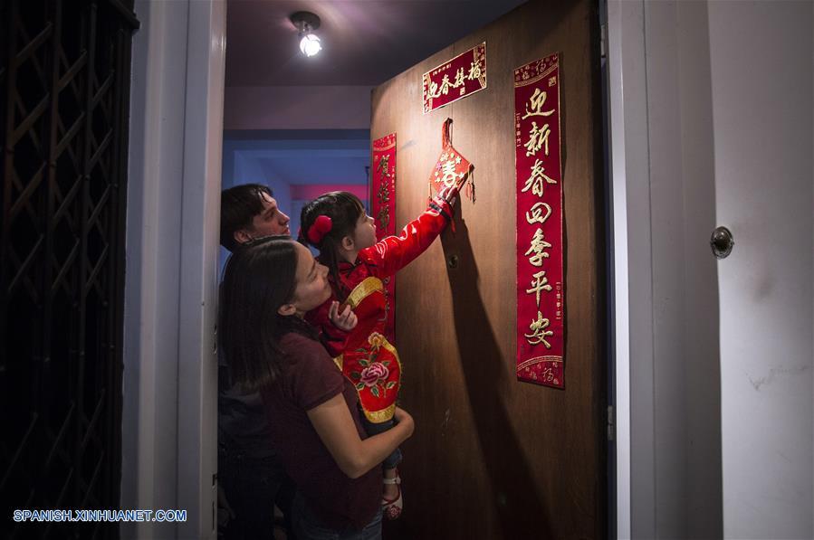 ESPECIAL: Familia sino-argentina celebra la tradición del Año Nuevo Chino