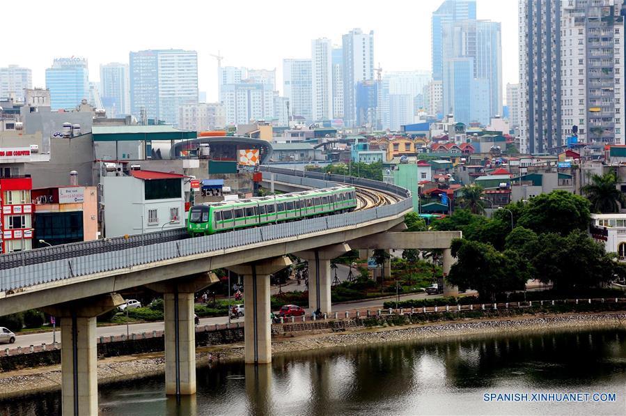 Ferrocarril urbano construido por China en Vietnam realiza pruebas finales