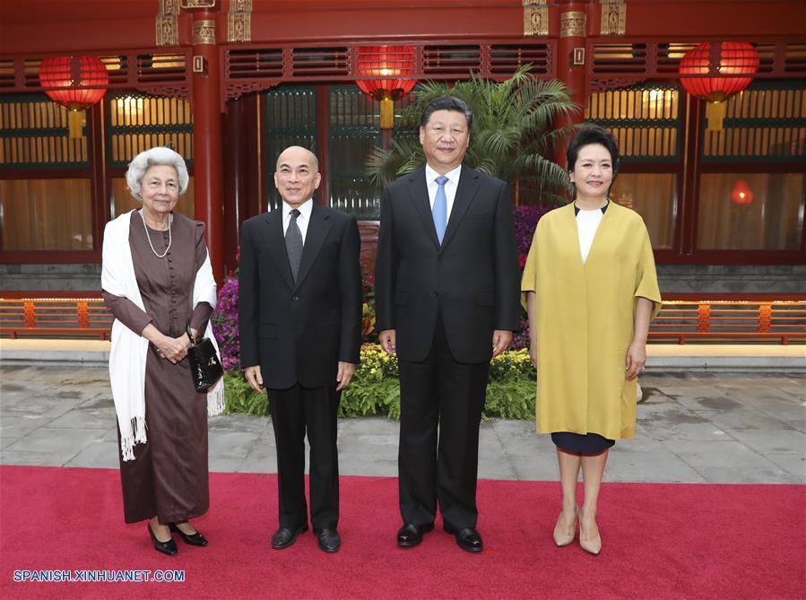 Presidente chino y su esposa visitan a rey y reina madre de Camboya
