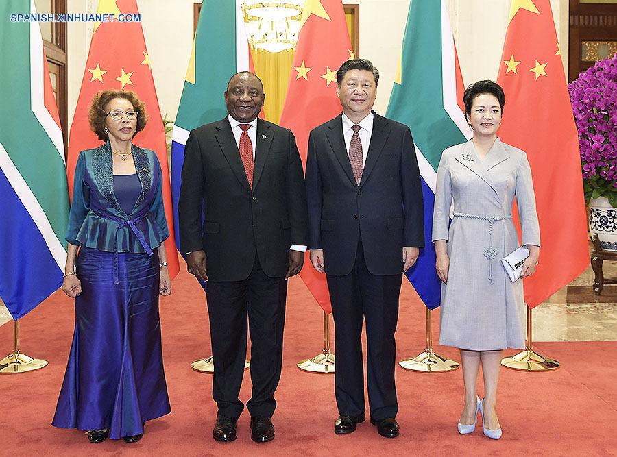 Peng Liyuan asiste a reunión China-África sobre control del SIDA
