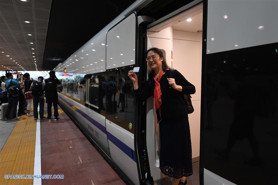 ESPECIAL: A bordo de primer tren bala de parte continental china a Hong Kong
